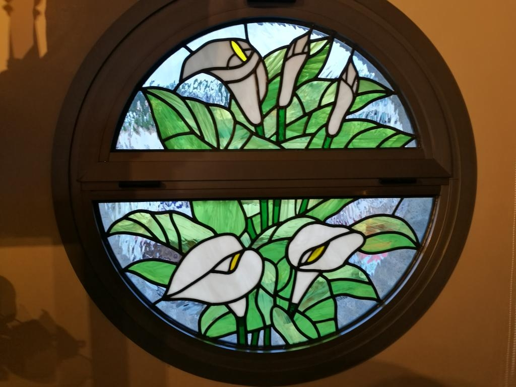 STAINED GLASS WITH LILIES